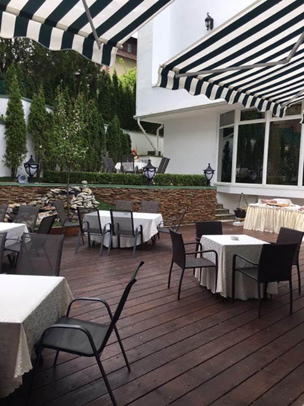 Gradina de vara - Hotel Carpathia Sinaia
